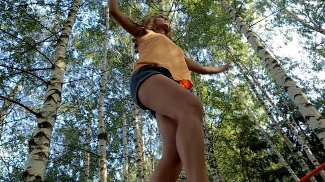 vídeos de stock e filmes b-roll de amazing acrobatics skill.low angle view - equilíbrio