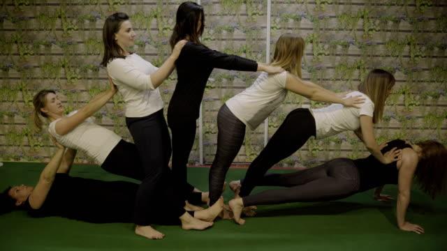 vídeos de stock e filmes b-roll de amazing choreography yoga pose - arte, cultura e espetáculo