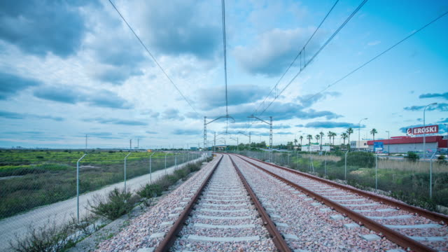 amazing hyperlapse train track speed at sunset - zugperspektive stock-videos und b-roll-filmmaterial