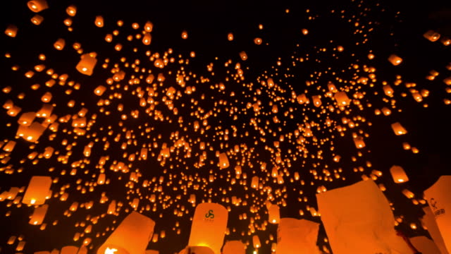 amazing loi kra tong festival in thailand - lantern stock videos & royalty-free footage