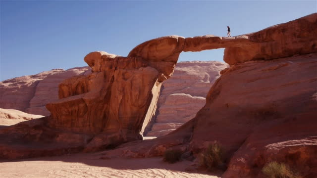 amazing natural arch in wadi rum, jordan, middle east - natural arch stock videos & royalty-free footage