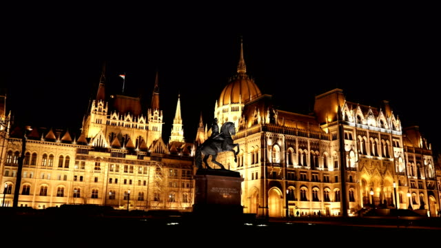 amazing parliament building budapest at night - gothic style stock videos & royalty-free footage