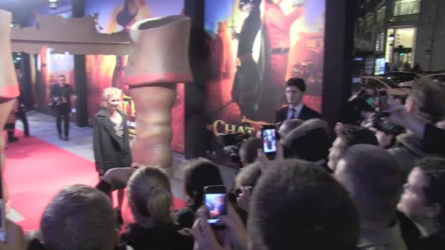 amazing premiere on the champs élysées starring antonio banderas full of energy and splendid salma hayek with daughter valentina and husband françois... - salma hayek stock videos and b-roll footage