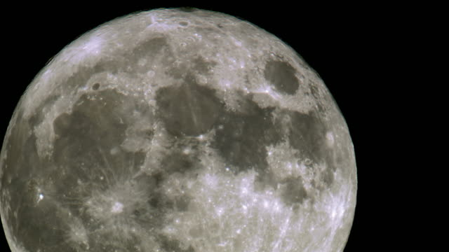 vídeos de stock e filmes b-roll de amazing shot of a super moon - lua