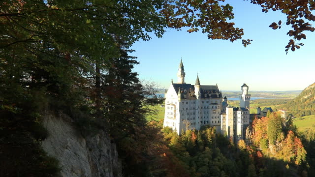 amazing sunset view on neuschwanstein castle. bavaria, germany. - baviera video stock e b–roll