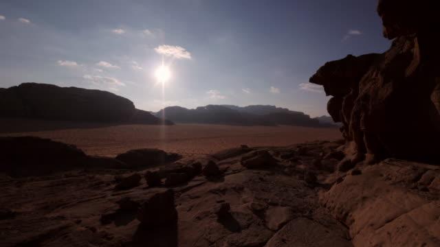 vídeos y material grabado en eventos de stock de amazing tl sunset in wadi rum, jordan, middle east - ubicación de película fuera de los estados unidos