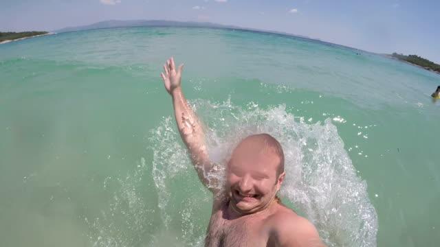 vacanza incredibile - pantaloncino da bagno video stock e b–roll