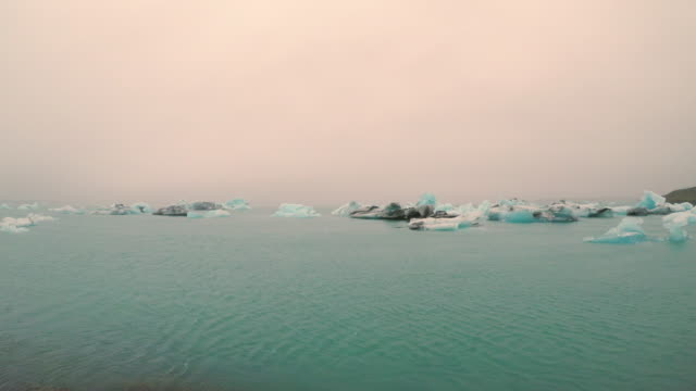 amazing view of glacial lake jokulsarlon in iceland, summertime - icecap stock videos & royalty-free footage