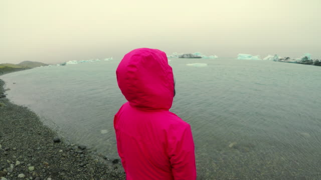 Amazing view of glacier lake Jokulsarlon in Iceland, Summertime , Asian women travel in iceland