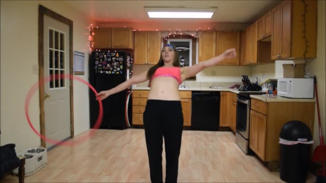 amazingly cool footage has captured the incredible moves of one very talented hula hoop artist. watch as this girl rocks out an epic hula hoop dance... - weitere themen stock-videos und b-roll-filmmaterial