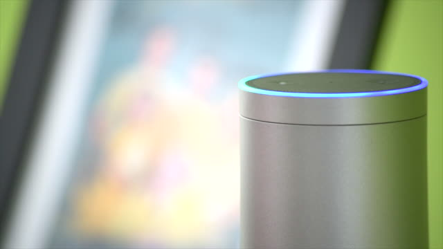 stockvideo's en b-roll-footage met amazon echo activates it's light - stem thema