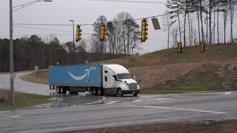 amazon truck as bessemer's fulfillment center faces unionization effort. vote opens on february 8 and closes on march 29. in bessemer, al, u.s. on... - labor union stock videos & royalty-free footage