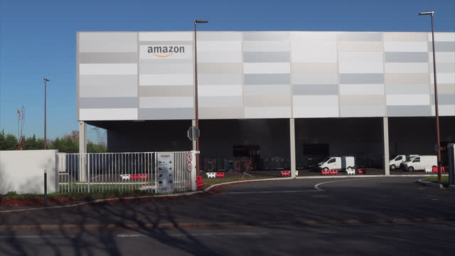 amazon warehouse in the paris region. amazon is an american e-commerce company based in seattle. it is one of the giants of the web, grouped under... - gafam stock-videos und b-roll-filmmaterial