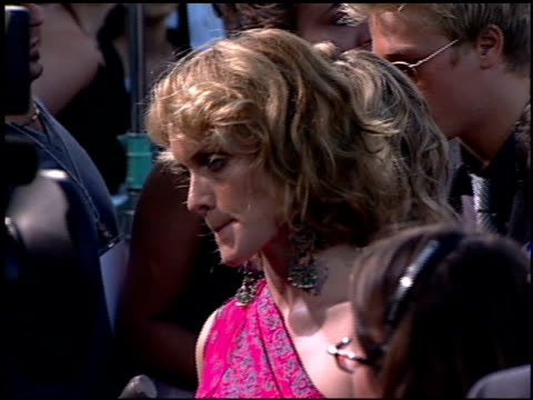amber valetta at the 'what lies beneath' premiere on july 17, 2000. - アンバー ヴァレッタ点の映像素材/bロール