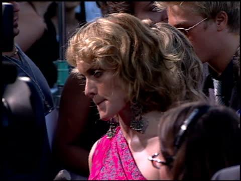 amber valetta at the 'what lies beneath' premiere on july 17 2000 - バレッタ点の映像素材/bロール