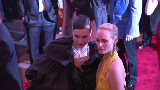 amber valletta and guest at the 'the model as muse embodying fashion' costume institute gala at the metropolitan museum of art arrivals at new york ny - バレッタ点の映像素材/bロール