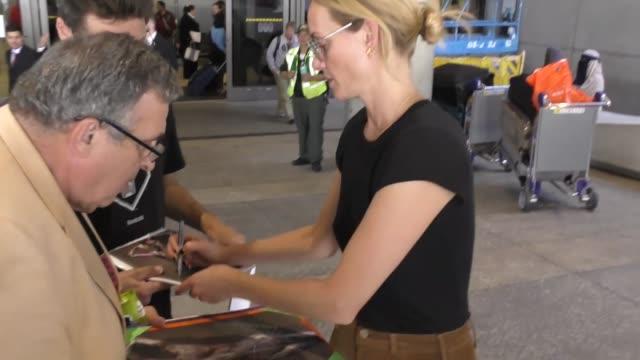 amber valletta at los angeles international airport at celebrity sightings in los angeles on september 29 2017 in los angeles california - バレッタ点の映像素材/bロール
