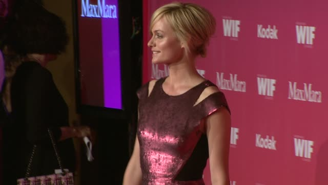 amber valletta at the 2009 women in film crystal + lucy awards at century city ca. - アンバー ヴァレッタ点の映像素材/bロール