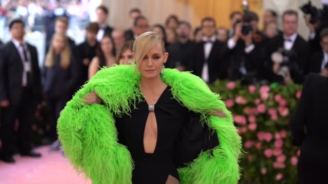 amber valletta at the 2019 met gala celebrating camp: notes on fashion - arrivals at metropolitan museum of art on may 06, 2019 in new york city. - アンバー ヴァレッタ点の映像素材/bロール