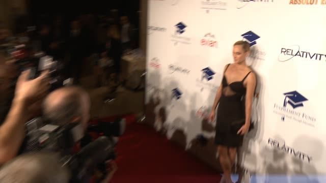 amber valletta at the 20th annual fulfillment fund stars benefit gala red carpet honoring relativity founder and ceo ryan kavanaugh in los angeles ca - direttrice video stock e b–roll