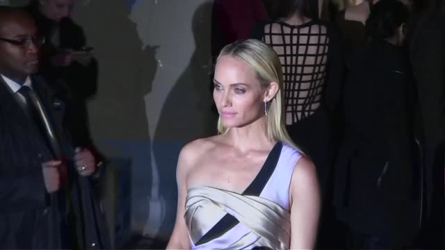 amber valletta at the amfar, the foundation for aids research, kick off new york fashion week with its annual new york gala at cipriani wall street... - アンバー ヴァレッタ点の映像素材/bロール