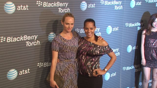 amber valletta at the blackberry torch from at&t usa launch party at los angeles ca. - アンバー ヴァレッタ点の映像素材/bロール