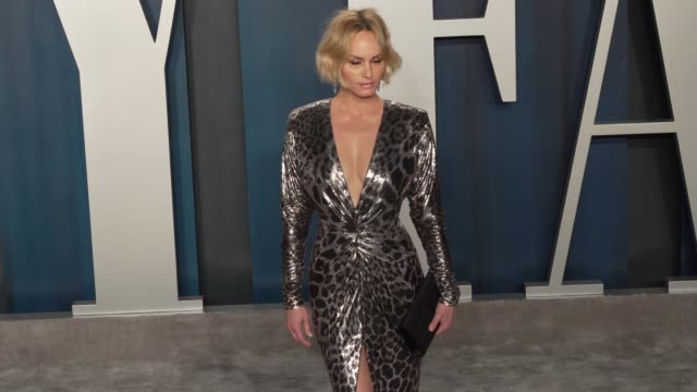 amber valletta at vanity fair oscar party at wallis annenberg center for the performing arts on february 09, 2020 in beverly hills, california. - アンバー ヴァレッタ点の映像素材/bロール