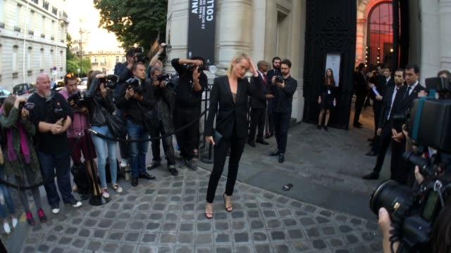 amber valletta at vogue paris foundation gala on july 5, 2016 in paris, france. - アンバー ヴァレッタ点の映像素材/bロール