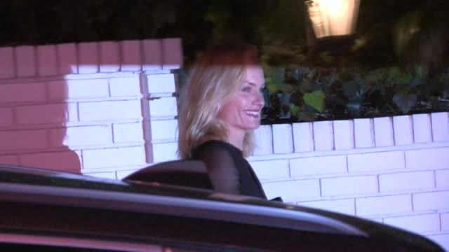 amber valletta departs w magazine pre golden globes party at chateau marmont in west hollywood, 01/11/13. - アンバー ヴァレッタ点の映像素材/bロール