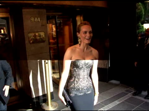 amber valletta leaving the carlyle hotel and heading to the costume institute gala in new york 05/02/11 - アンバー ヴァレッタ点の映像素材/bロール