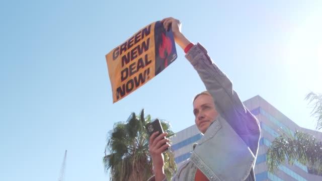 amber valletta protest at jane fonda's fire drill friday at los angeles city hall on february 07, 2020 in los angeles, california. - アンバー ヴァレッタ点の映像素材/bロール