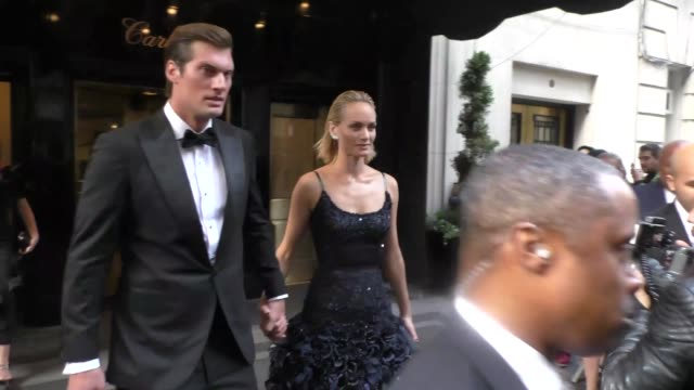 amber valletta & teddy charles outside the carlyle hotel in new york at celebrity sightings in new york, - アンバー ヴァレッタ点の映像素材/bロール