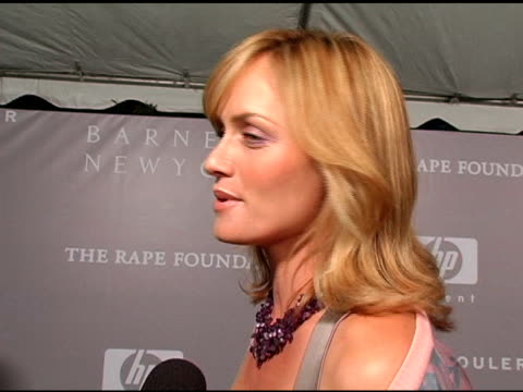 amber valletta validates the reason for the rape foundation, raves about barneys, notes that corporations are typically run by men and finds it nice... - アンバー ヴァレッタ点の映像素材/bロール