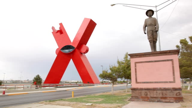 vídeos y material grabado en eventos de stock de tilt down ambulance heading down quiet street ciudad juárez is the largest city in the state of chihuahua but it was also the most dangerous city in... - letra x