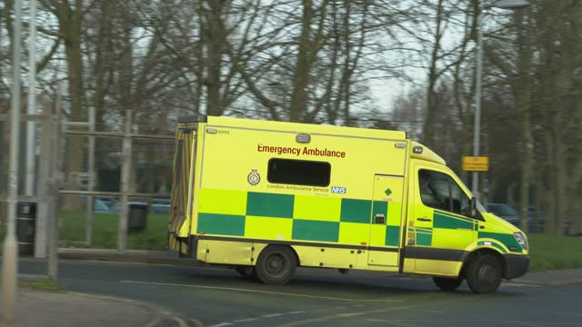 ambulance leave queen elizabeth hospital on december 30, 2020 in london, england. - hd format stock videos & royalty-free footage
