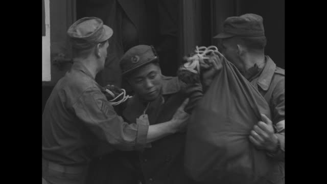 stockvideo's en b-roll-footage met ambulance pulls up beside train / released north korean prisoners wait to get on ambulance after pow exchange in korean war / vs us soldiers help... - koreaanse oorlog