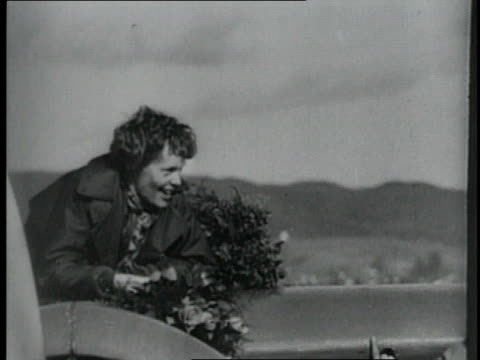 vidéos et rushes de amelia earhart smiling from her plane / united states - 1928