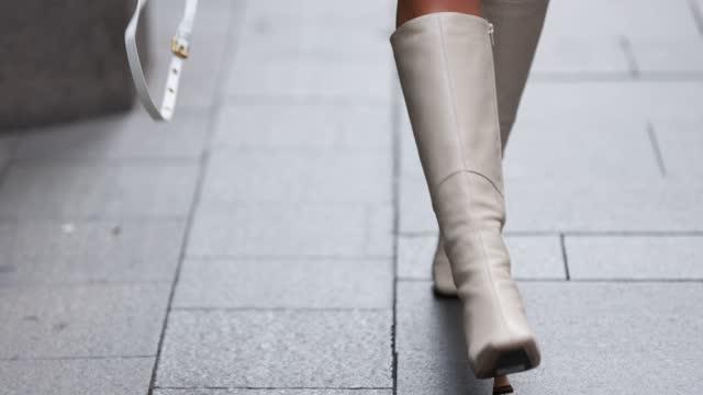 stockvideo's en b-roll-footage met amelia marni wearing dion lee jacket, dion lee shirt and isa boulder bralette at afterpay australian fashion week 2021 on june 04, 2021 in sydney,... - sydney australië