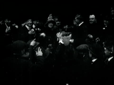 amelita galli-curci and famous italian opera singers auction apples to help their war-stricken countrymen. opera stars sell apples for war effort on... - 1918 stock videos & royalty-free footage