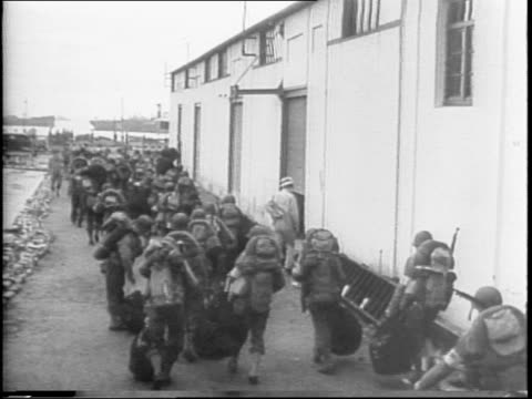 vídeos de stock, filmes e b-roll de amerians arrive in north africa with many ships full of supplies / ships in a harbor / american soldiers walking along a pier / march across railroad... - áfrica do norte