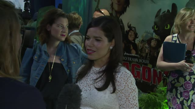 america ferrera at how to train your dragon 2 gala screening on 22 june 2014 in london england - how to train your dragon stock videos & royalty-free footage