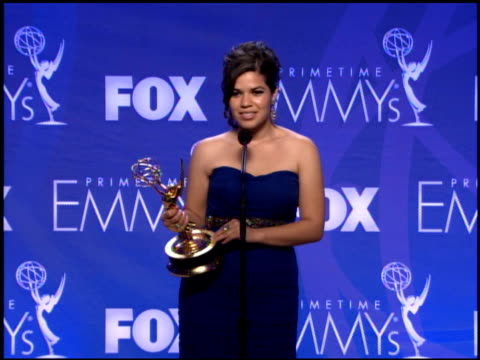 america ferrera, winner for lead actress in a comedy series for her work in 'ugly betty' at the 2007 emmy awards press room at the shrine auditorium... - premio emmy video stock e b–roll