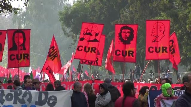 america latina conmemoro el martes el dia internacional de los trabajadores con marchas que en paises como honduras y chile terminaron con choques... - sindicatos stock videos & royalty-free footage