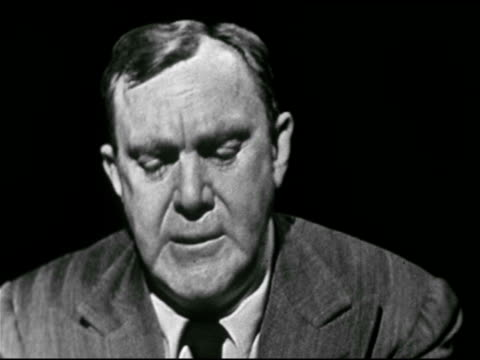 vídeos y material grabado en eventos de stock de american actor, playwright, screenwriter thomas mitchell reading prepared material, our basic principles in declaration of independence, equality &... - guionista