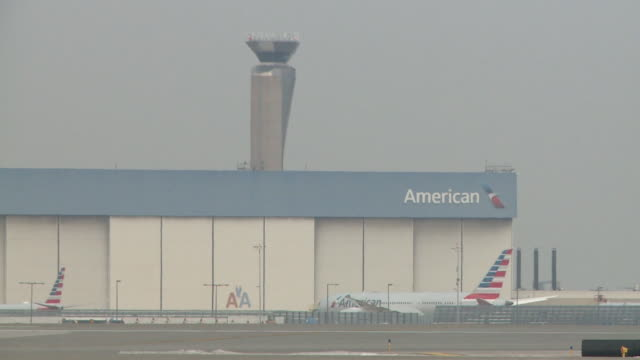 wgn american airlines planes at chicago's o'hare airport on december 13 2018 - taxiway stock videos & royalty-free footage