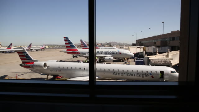 american airlines planes at phoenix sky harbor international airport arizona us on thursday july 5 2018 - flugpassagier stock-videos und b-roll-filmmaterial