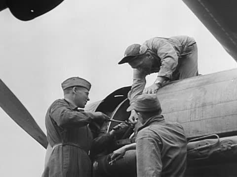vidéos et rushes de american and soviet mechanics taking over us planes, checking engines, repairing equipment and getting the warplanes ready for the next air raid - ex urss