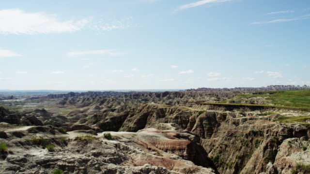american badlands view of grasslands mountain scenery usa - south dakota stock-videos und b-roll-filmmaterial