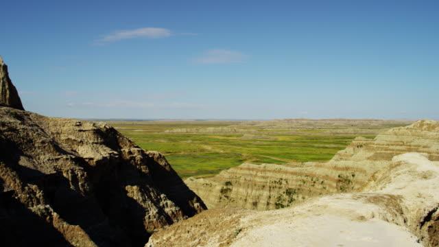 american badlands vivid canyon rock formations outdoor usa - south dakota stock-videos und b-roll-filmmaterial