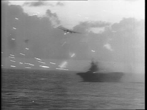 american battleship firing anti-aircraft rounds from distance / chaotic scene of white hot anti-aircraft rounds flying, plane goes through / pillar... - guerra del pacifico video stock e b–roll